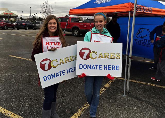 volunteers_at_7cares